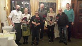 Foto: Silvia Högel, Küchenpersonal und Bedienung im Hotel/Restaurant zur eisernen Hand mit Thomas Högel, Klaus Neufeldt und Klaus Churt