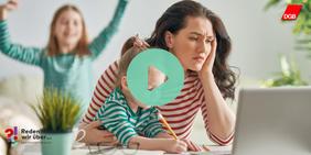 Gestresste Mutter mit Kindern im Homeoffice