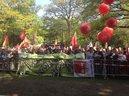 Großes Interesse findet die Maifeier im Hofgarten in Düsseldorf